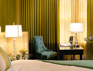 Hotel-deluxe-king-feature-room